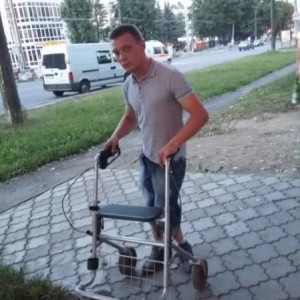 Продам ролер (ходунки на 4 колесах)